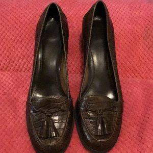 Brown Leather upper heeled loafers with tassels